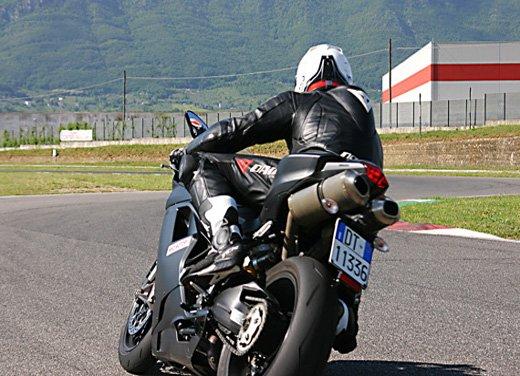 Prova approfondita della Ducati 848 Evo, che ha tanto motore, ottimi freni ed un unico habitat: la pista! - Foto 6 di 26
