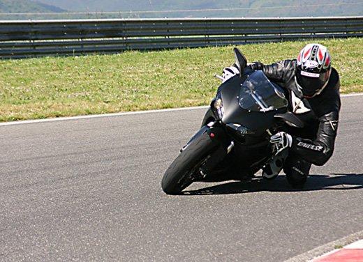 Prova approfondita della Ducati 848 Evo, che ha tanto motore, ottimi freni ed un unico habitat: la pista! - Foto 4 di 26