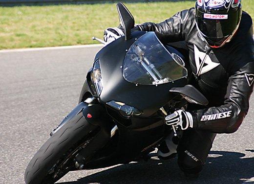 Prova approfondita della Ducati 848 Evo, che ha tanto motore, ottimi freni ed un unico habitat: la pista!