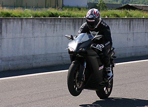 Prova approfondita della Ducati 848 Evo, che ha tanto motore, ottimi freni ed un unico habitat: la pista! - Foto 8 di 26