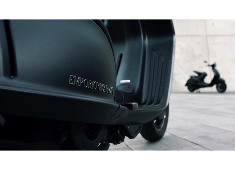 Giorgio Armani e la Vespa EA 946: debutto in Asia - Foto 6 di 10