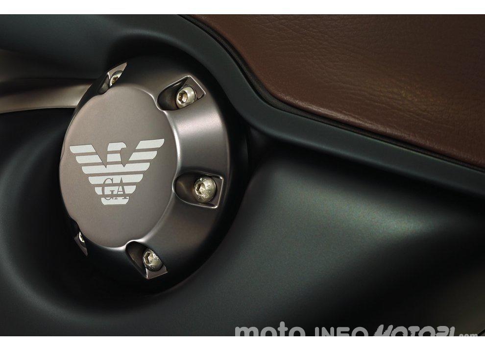 Giorgio Armani e la Vespa EA 946: debutto in Asia - Foto 3 di 10
