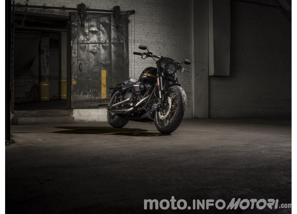 Harley Davidson CVO Pro Street Breakout 2016: stile americano al 100% - Foto 2 di 15