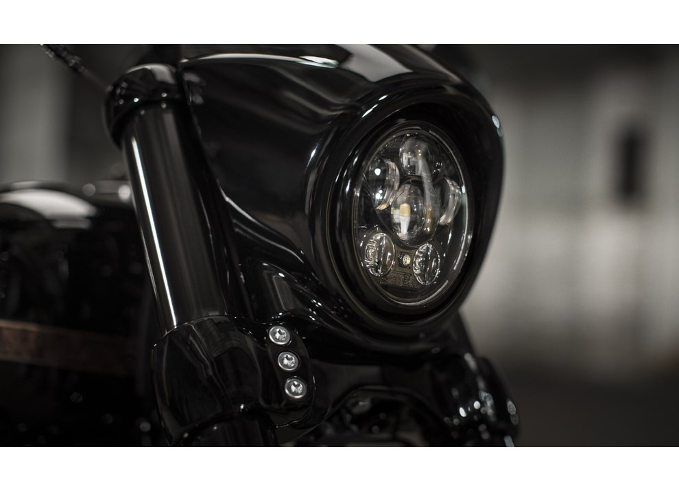Harley Davidson CVO Pro Street Breakout 2016: stile americano al 100% - Foto 7 di 15