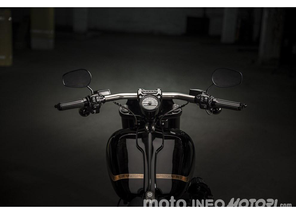Harley Davidson CVO Pro Street Breakout 2016: stile americano al 100% - Foto 12 di 15