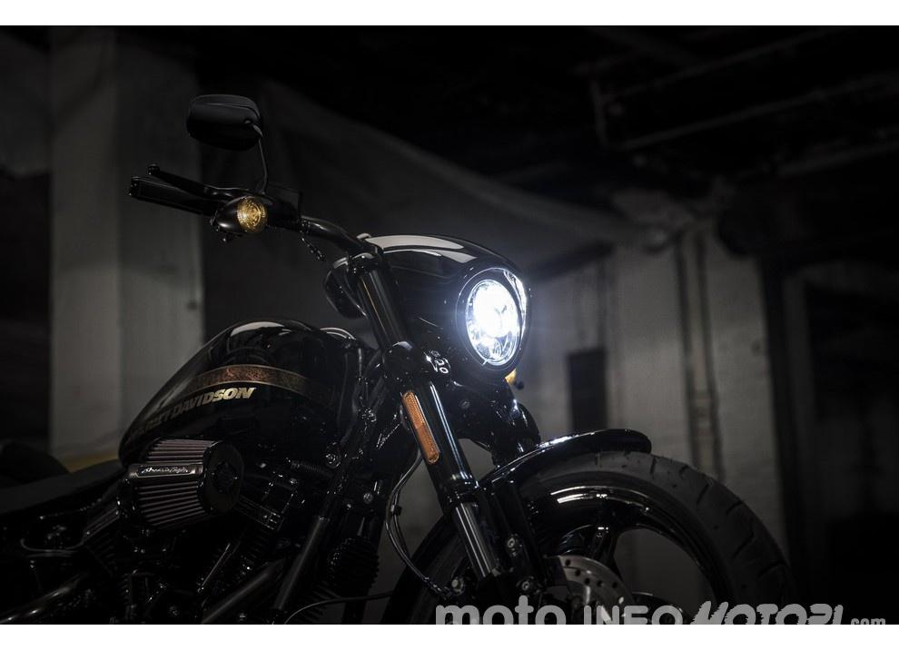 Harley Davidson CVO Pro Street Breakout 2016: stile americano al 100% - Foto 1 di 15