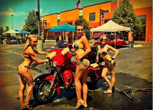 Harley Davidson High Desert Girls - Foto 1 di 15