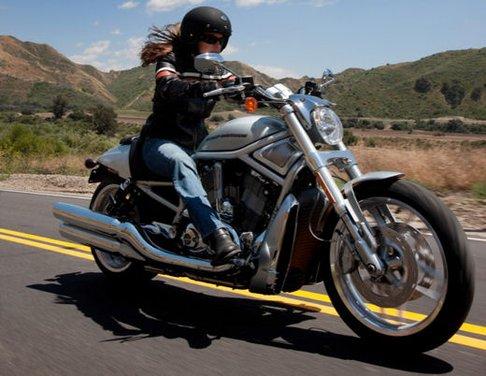 Harley-Davidson presenta le novità della gamma 2012 - Foto 32 di 35