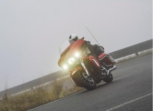 Harley-Davidson Electra Glide Ultra classic: prova su strada - Foto 12 di 33