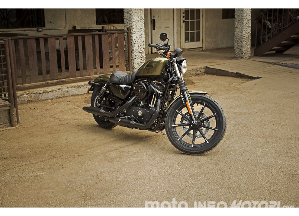 Harley-Davidson Sportster Iron 883 2016 - Foto 3 di 17