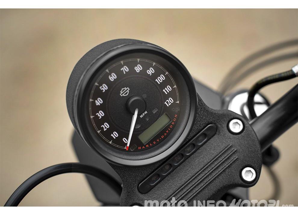 Harley-Davidson Sportster Iron 883 2016 - Foto 8 di 17