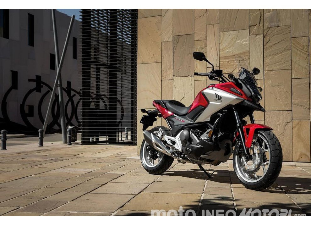 Honda NC750X 2016, la best seller si rinnova: prestazioni, consumi e prezzi - Foto 2 di 8
