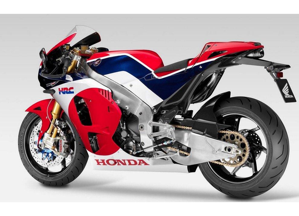 Honda RC213V-S, la moto pluricampione in MotoGP scende in strada nel 2015