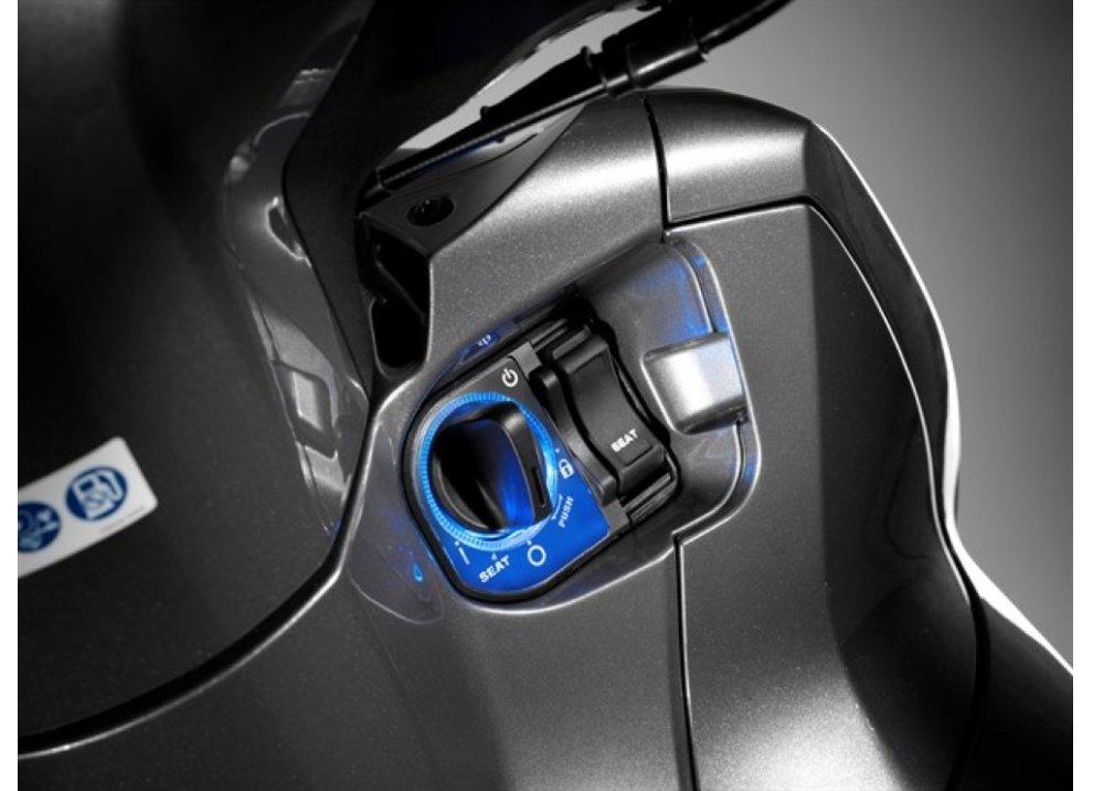 Nuovo Honda SH 300i ABS 2016 - Foto 6 di 22