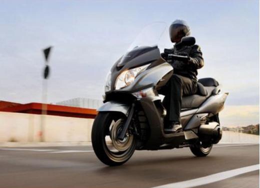 Honda SW-T 400, maxiscooter classico dal motore unico