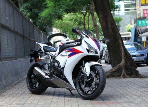 Honda CBR1000RR Fireblade - Foto 14 di 20