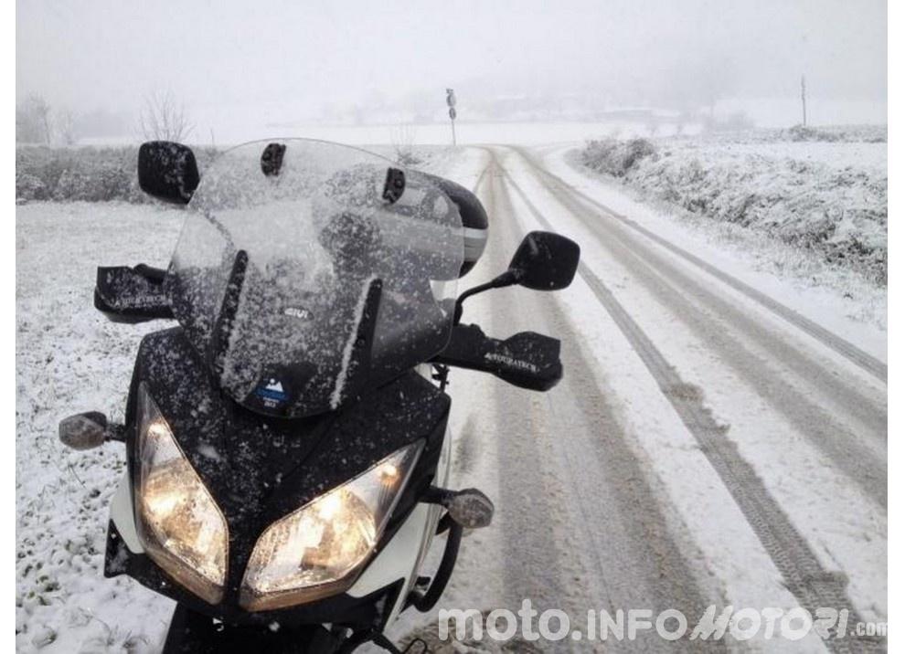 In moto d'inverno: alcuni consigli utili per chi usa le due ruote tutto l'anno - Foto 2 di 7
