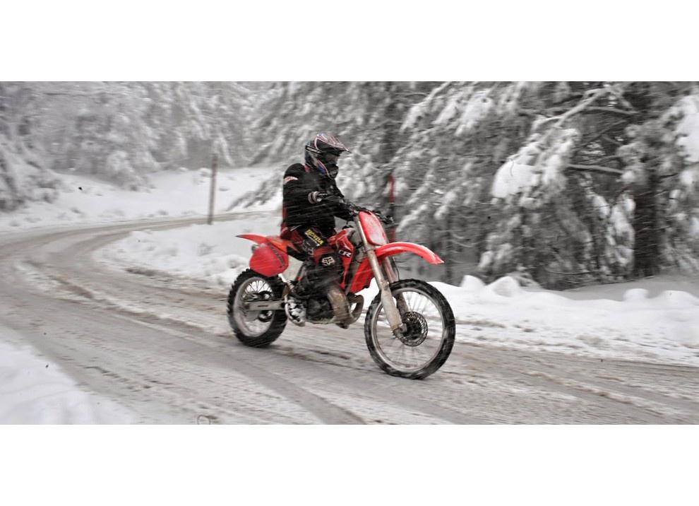 In moto d'inverno: alcuni consigli utili per chi usa le due ruote tutto l'anno - Foto 4 di 7