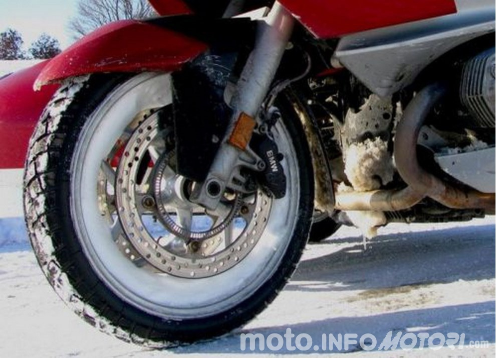 In moto d'inverno: alcuni consigli utili per chi usa le due ruote tutto l'anno - Foto 5 di 7