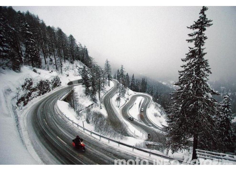 In moto d'inverno: alcuni consigli utili per chi usa le due ruote tutto l'anno - Foto 1 di 7