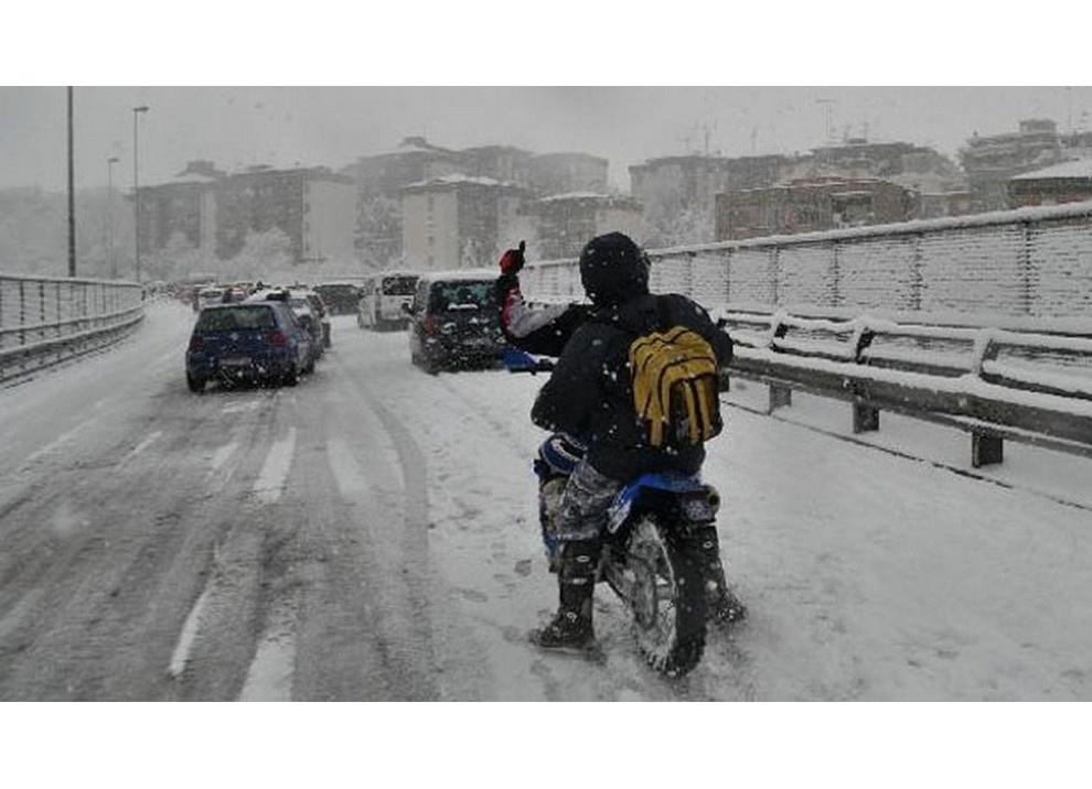 In moto d'inverno: alcuni consigli utili per chi usa le due ruote tutto l'anno - Foto 6 di 7