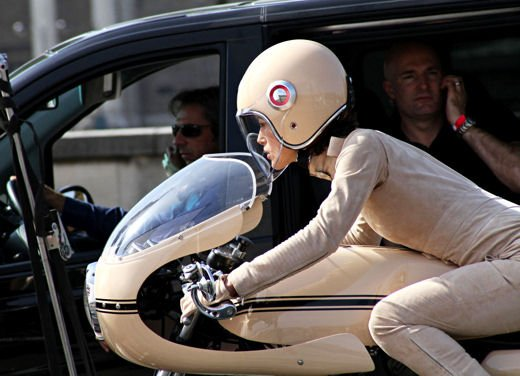 Le donne in moto più brave degli uomini - Foto 4 di 17