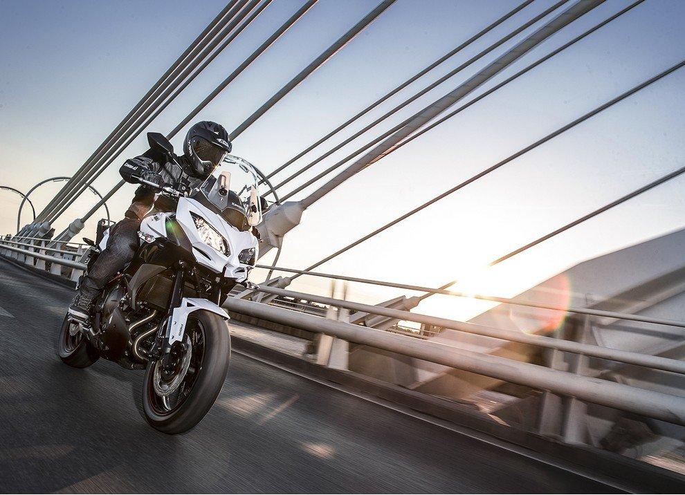 Kawasaki Versys 650 m.y. 2015: dotazione e prezzi - Foto 3 di 10
