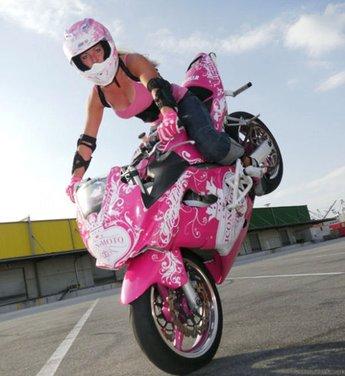 Le donne in moto più brave degli uomini - Foto 11 di 17