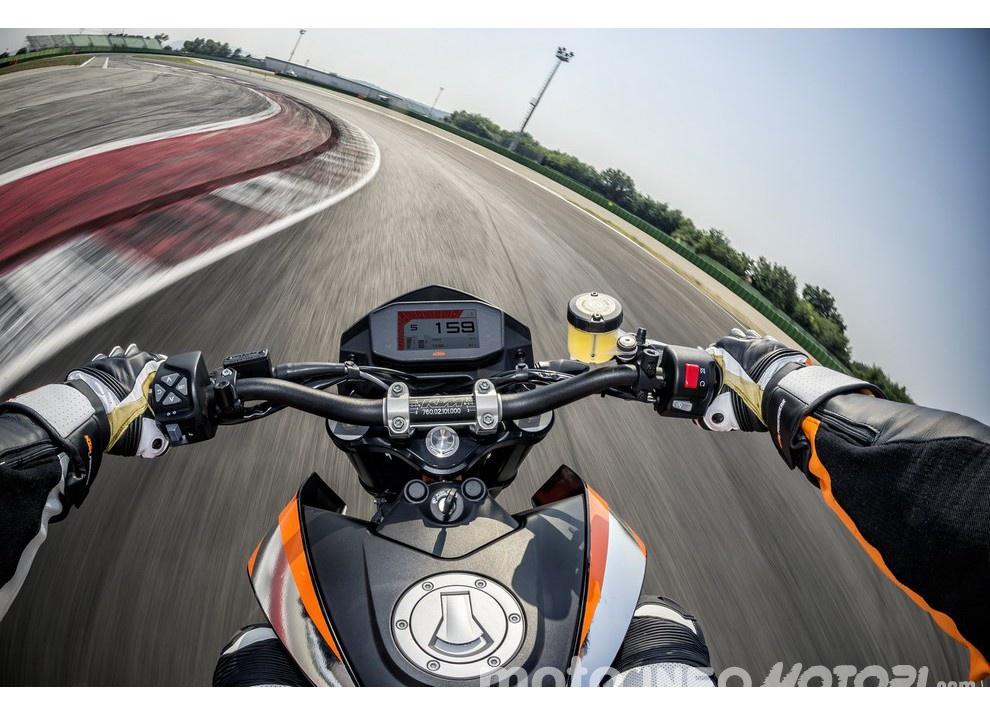 KTM 690 Duke 2016: The rage of the machine - Foto 6 di 11