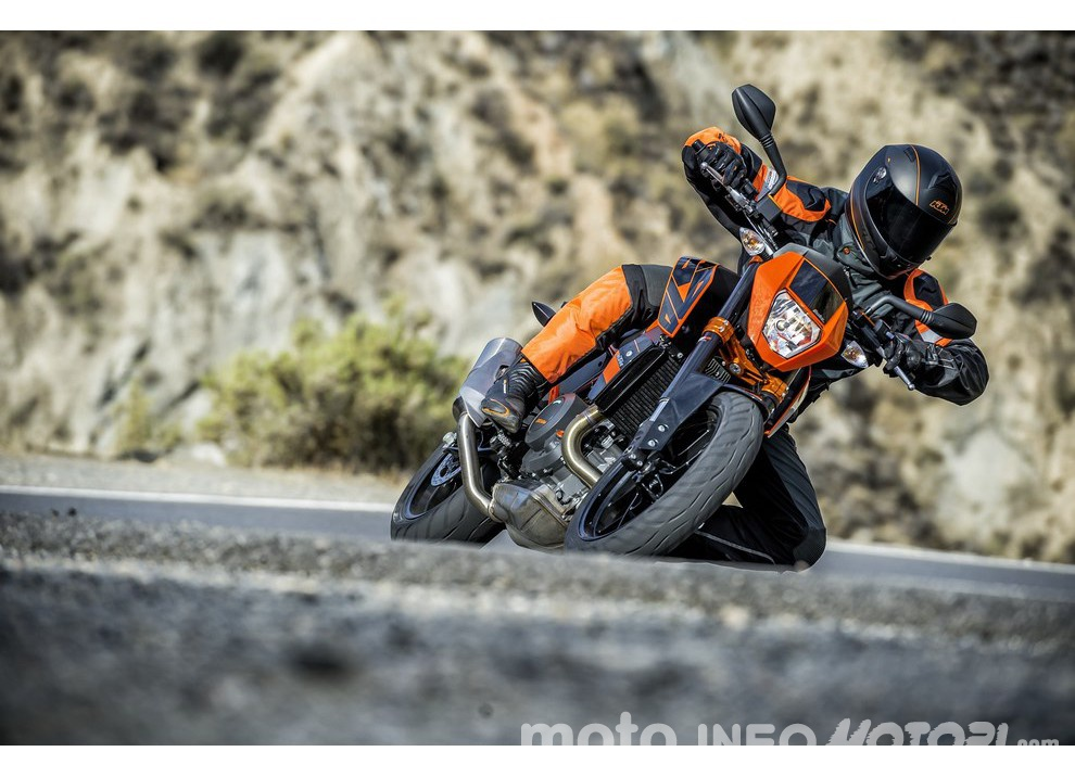 KTM 690 Duke 2016: The rage of the machine - Foto 7 di 11