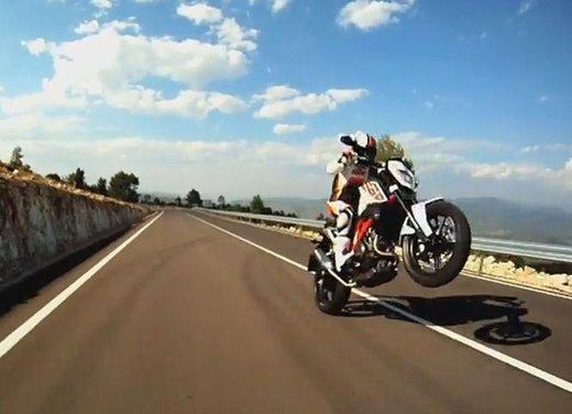 Nuova KTM Duke 690: video anteprima ufficiale