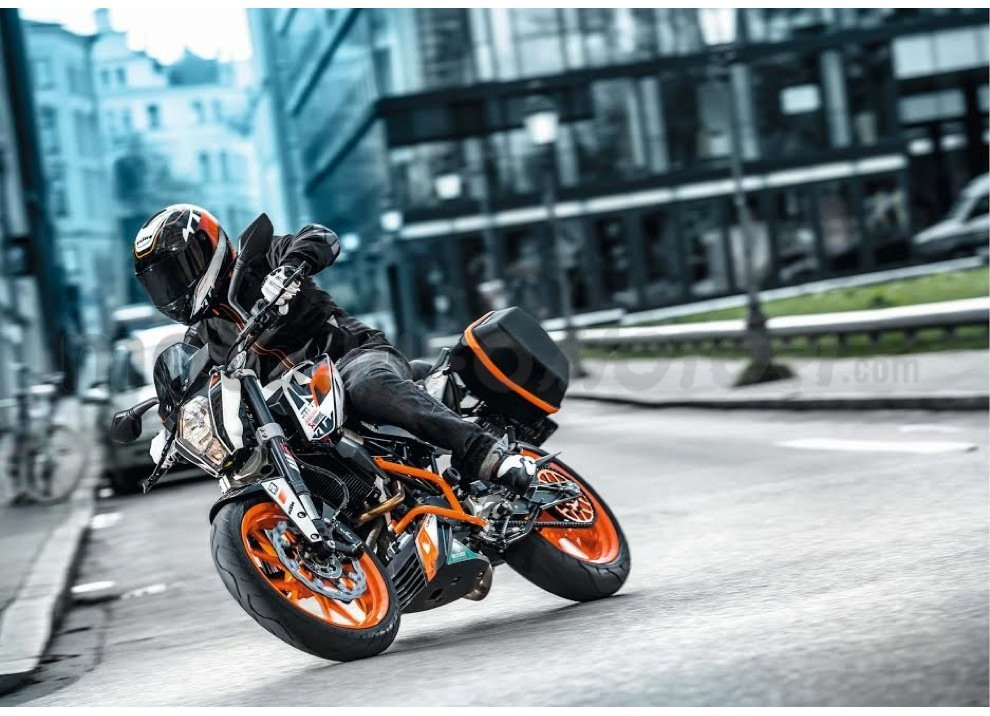 KTM Summer Duke, PowerParts in regalo