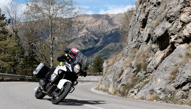 KTM 1290 Super Adventure: Prova su strada, allestimenti e prezzi - Foto 13 di 18