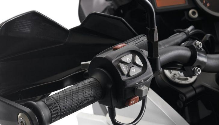KTM 1290 Super Adventure: Prova su strada, allestimenti e prezzi - Foto 17 di 18