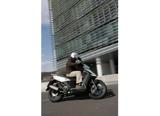 Kymco Agility 125 R16, non chiamatelo scooter low cost - Foto 26 di 28