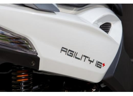 Kymco Agility R16 125 lancia la sfida a Piaggio Liberty 125 RST e Honda SH 125i - Foto 9 di 10