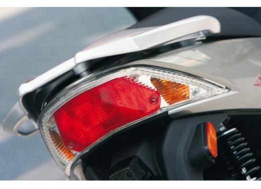 Kymco Agility R16, lo scooter low cost punta in alto - Foto 7 di 8