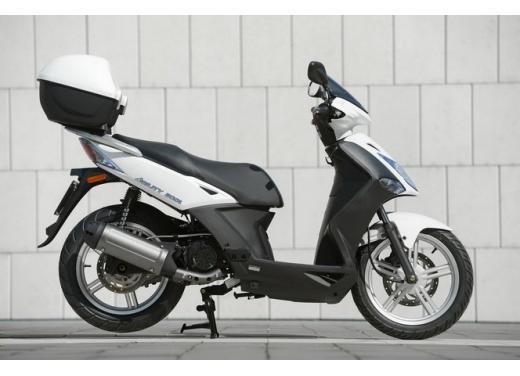 Kymco Agility R16, lo scooter low cost punta in alto - Foto 6 di 8