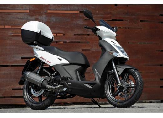 Kymco Agility R16, lo scooter low cost punta in alto - Foto 3 di 8