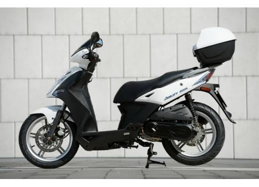 Kymco Agility R16, lo scooter low cost punta in alto - Foto 4 di 8