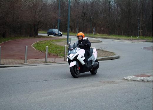 Kymco MyRoad 700i: prova su strada - Foto 5 di 21