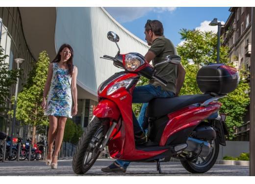 Kymco People One 125i, lo scooter da città punta su prezzo e consumi contenuti