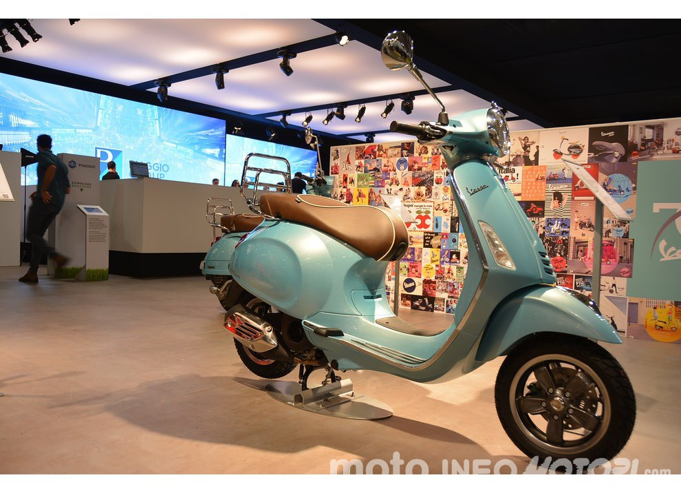 La nuova Vespa 70 presentata dal Gruppo Piaggio al Salone EICMA di Milano