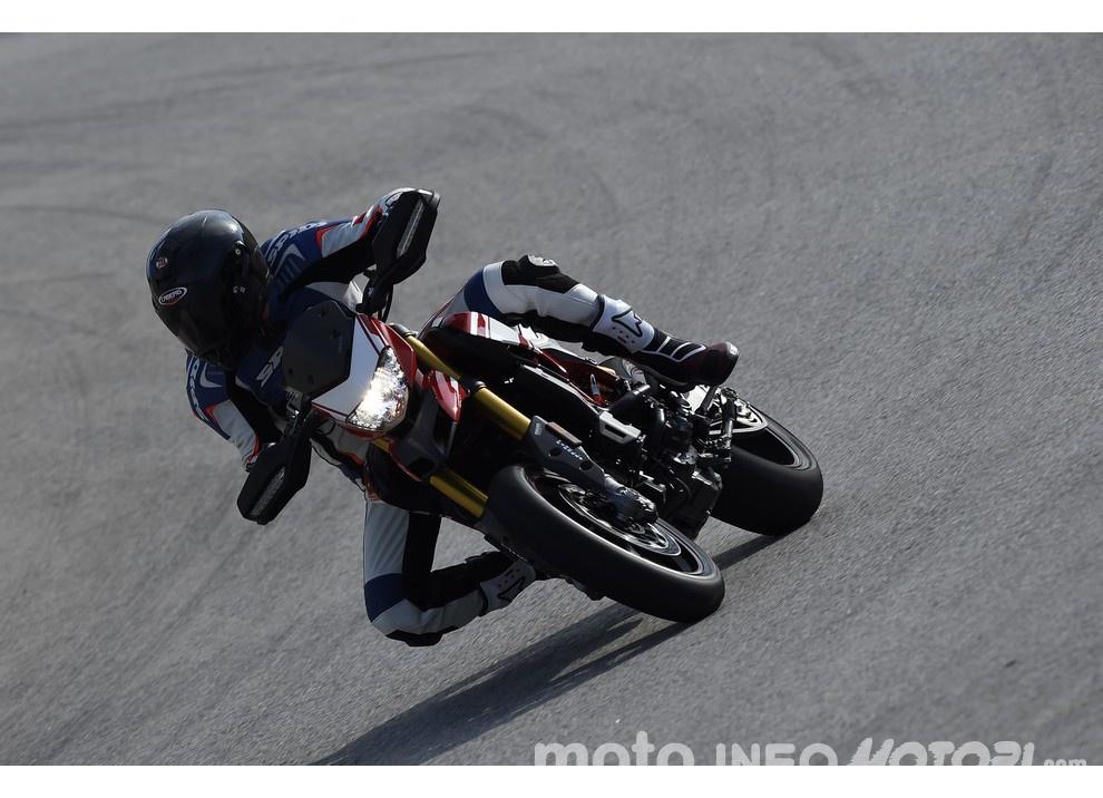 La prova in pista della Ducati Hypermotard 939 e 939 SP 2016 - Foto 4 di 28