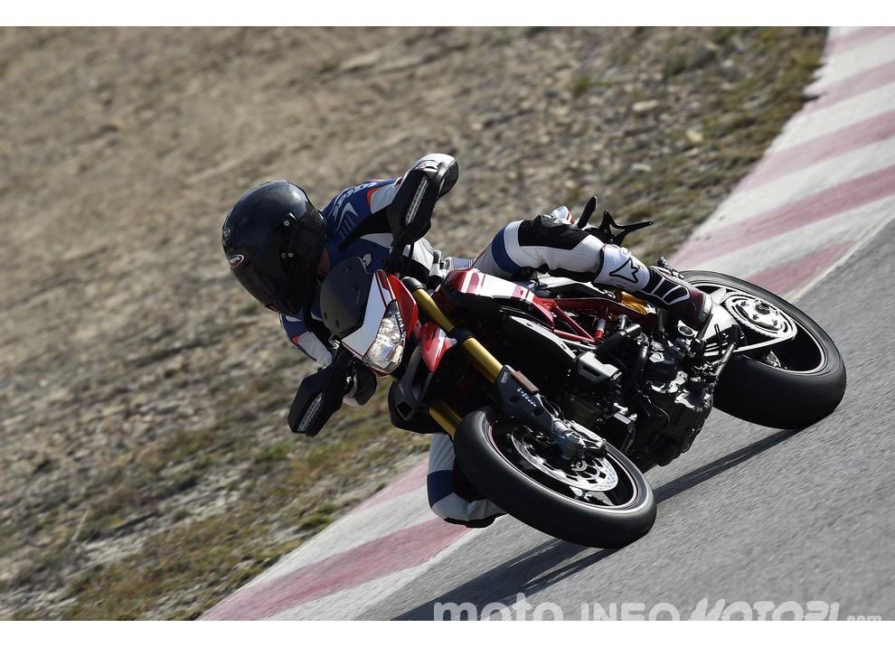 La prova in pista della Ducati Hypermotard 939 e 939 SP 2016 - Foto 6 di 28
