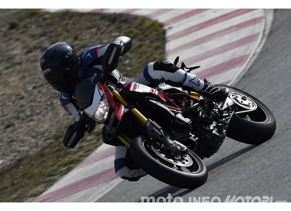 La prova in pista della Ducati Hypermotard 939 e 939 SP 2016 - Foto 7 di 28