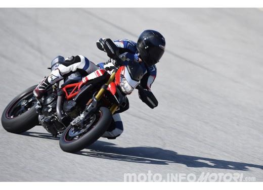 La prova in pista della Ducati Hypermotard 939 e 939 SP 2016 - Foto 8 di 28