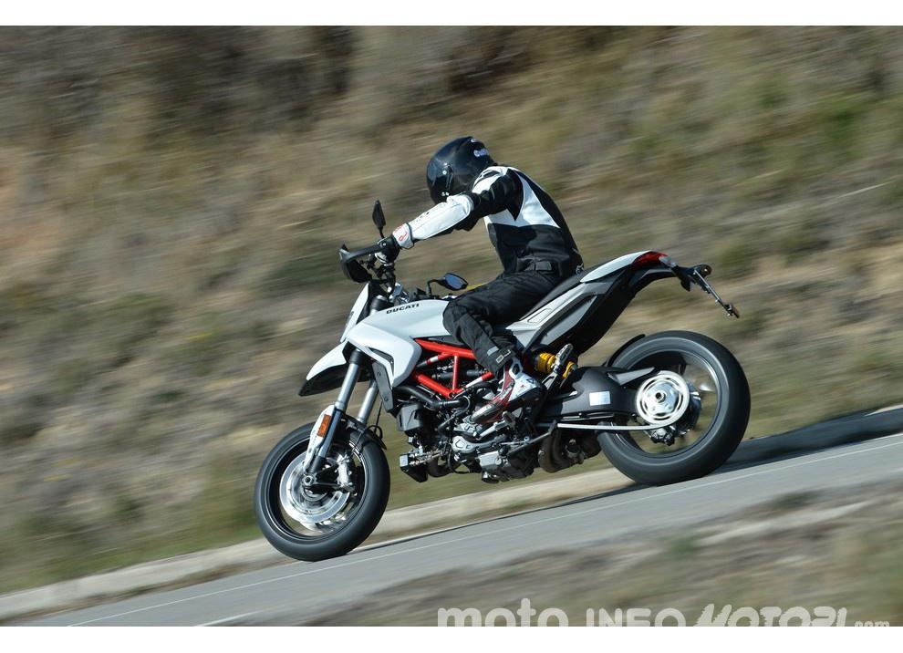 La prova in pista della Ducati Hypermotard 939 e 939 SP 2016 - Foto 11 di 28