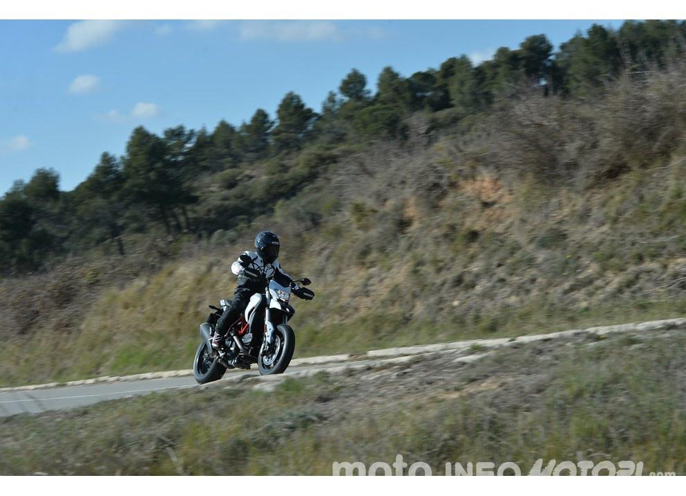 La prova in pista della Ducati Hypermotard 939 e 939 SP 2016 - Foto 13 di 28