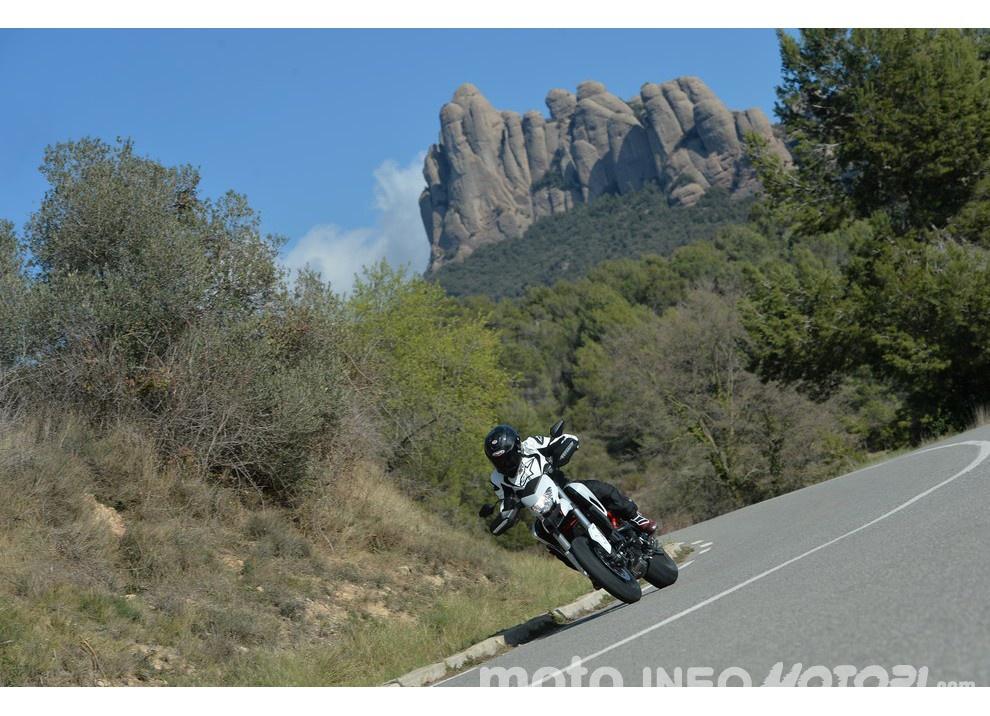 La prova in pista della Ducati Hypermotard 939 e 939 SP 2016 - Foto 14 di 28
